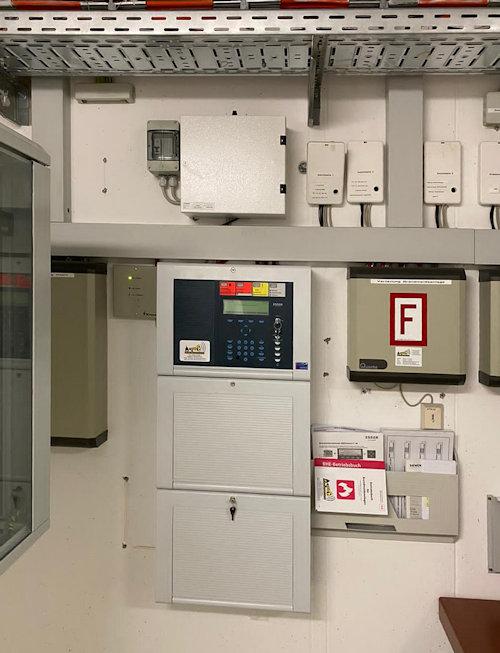 Esser IQ8-C gegen eine eine Siemens Brandmeldeanlage